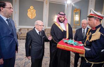 الرئيس التونسي يمنح ولي العهد السعودي وسام الجمهورية