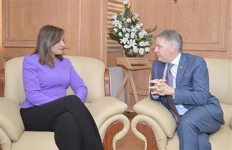 وزيرة الهجرة تستقبل السفير الكندي جيس داتون لبحث التعاون بشأن الجاليات | صور