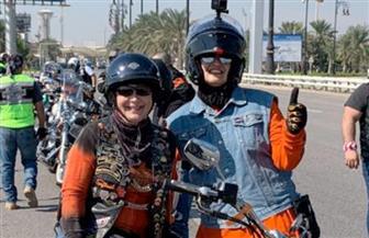الكويتية إيمان الغربللي أول امرأة عربية تعبر جسر الملك فهد بالدراجة النارية