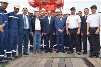 """مميش يتفقد سفينة الخدمات البترولية """"أمان"""" ويعلن انضمامها لخدمة منصات البترول وحقول الغاز"""