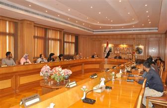 رئيس جامعة حلوان يجتمع مع اللجنة العليا لاتحاد الطلاب.. ويؤكد: مصروفاتنا الأقل بين الجامعات | صور