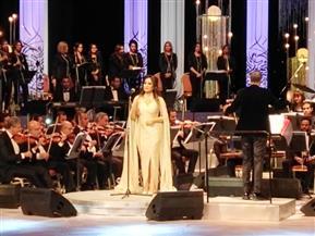 مصر علمتني التحدي والثقة والحرية.. رسالة لطيفة من على مسرح الموسيقى العربية للمصريين