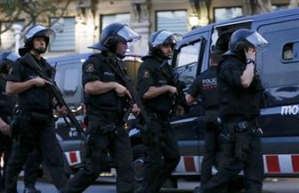 اشتباكات بين الشرطة ومحبي مارادونا قرب قصر كاسا روسادا قبل مراسم دفنه