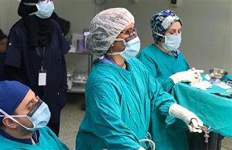 فريق دولي بمستشفى أطفال المنصورة يجري جراحات الشفة الأرنبية وسقف الحلق | صور