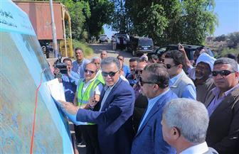 وزير النقل يتفقد موقع إنشاء محور دراو الجديد.. ويوضح كواليس مد خطوط السكة الحديد إلى السودان | صور