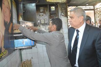 محافظ المنيا يتفقد عددا من المخابز البلدية خلال جولته بمدينة ملوى