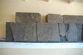 كشف أثري جديد عن أحجار منقوشة بمعبد الشمس في المطرية | صور