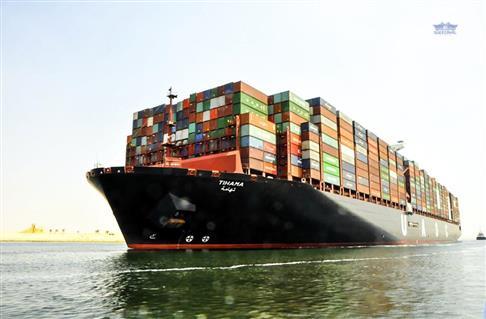 45 سفينة تعبر قناة السويس بحمولة 2.6 مليون طن -