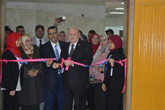 رئيس جامعة الزقازيق يفتتح معرضا للأعمال الفنية لطالبات كلية التربية للطفولة المبكرة