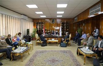 محافظ قنا يستقبل وفد البرنامج الوطني لإدارة المخلفات الصلبة