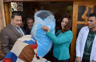 توزيع 250 بطانية على الأسر الأكثر احتياجا في قافلة طبية بمدينة عزبة البرج بدمياط | صور