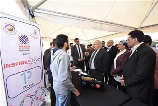 رئيس جامعة القاهرة يفتتح أول معرض لريادة الأعمال بكلية الاقتصاد والعلوم السياسية | صور
