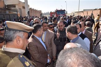 محافظ بني سويف يتفقد مصنع تعرض للحريق بمنطقة بياض العرب