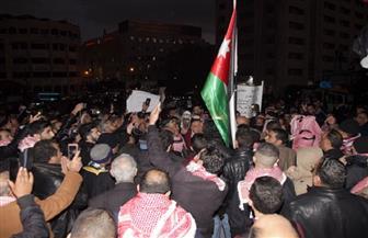 إصابة 5 شرطيين أدرنيين في تدافع محتجين بساحة مستشفى الأردن