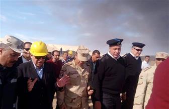 وزير البترول يشكل لجنة فنية قانونية لمعرفة أسباب حريق بئر رأس صدر| صور