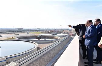 الرئيس السيسي يتفقد غرفة تحكم محطة معالجة مياه الصرف الصحي بالجبل الأصفر
