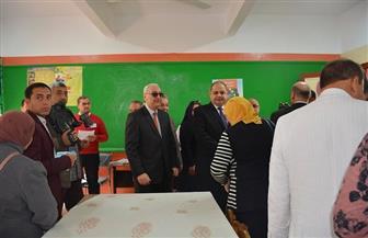 محافظ الغربية يتابع حملة الفحص الطبي لتلاميذ 3 مدارس ابتدائية | صور