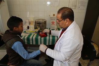 بدء حملة المسح الطبي لأمراض الأنيميا والسمنة والتقزم في 3 مدارس بقنا | صور