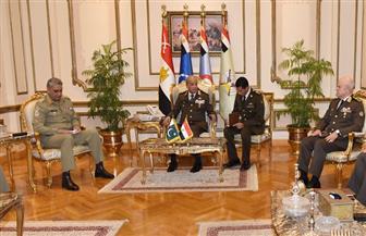 وزير الدفاع والإنتاج الحربى ورئيس الأركان  يلتقيان رئيس الأركان الباكستاني