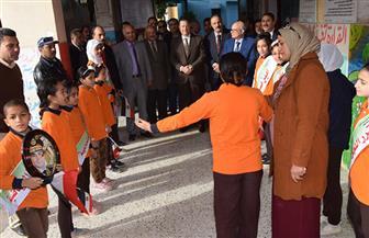 محافظ بني سويف يتفقد أعمال المسح الطبي لطلاب المدارس | صور