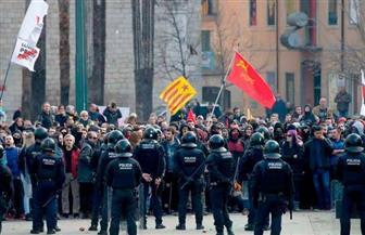 الاحتجاج بالعري والدماء المزيفة.. عشرات النساء يدافعن عن حقوق الحيوان ببرشلونة
