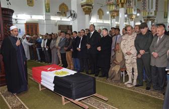محافظ بني سويف ومدير الأمن والمستشار العسكري يتقدمون جنازة الشهيد حسين جمعة | صور