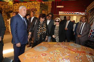 وزيرة الثقافة ومحافظ مطروح يفتتحان القافلة الثقافية على هامش مؤتمر أدباء مصر