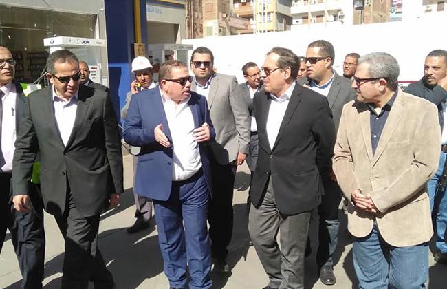 طارق الملا يتفقد مستودع بترول أبو الريش   صور -