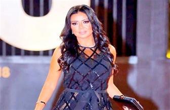 بطانة الفستان وأزمة المصور الصحفي.. رانيا يوسف تحكي كواليس الليلة التي ثارت عليها السوشيال ميديا