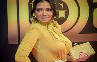 رانيا يوسف: فستاني الجديد مبطن من الداخل.. ولازم نواكب الموضة