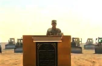 الرئيس السيسي يشهد وضع حجر أساس مشروع الصوب الزراعية باللاهون.. ويسأل عن الشباب