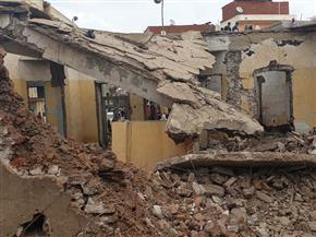 مصرع عامل وإصابة سيدتين في انهيار مبنى قديم بالبحيرة | صور