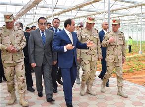 الرئيس السيسي يتفقد المشروع القومي للصوب الزراعية في العاشر من رمضان