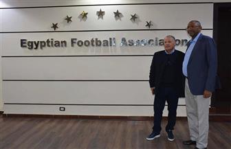 أبو ريدة يستقبل رئيس اتحاد الكرة الكاميرونى  صور