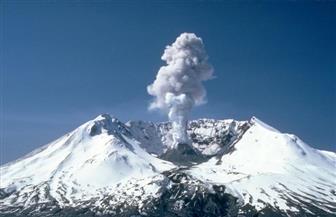 """صغير في حجمه ومدمر فى أثره ..""""بركان الجبل الطفل"""" يضرب إندونيسيا بحزام النار"""