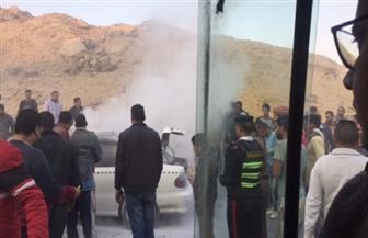 اشتعال النيران في سيارة يوقف حركة المرور بنفق زهراء المعادي| صور