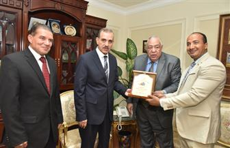 محافظ أسيوط يبحث مع رئيس اتحاد كمال الأجسام استعدادات تنظيم البطولة العربية | صور