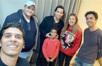 """هشام جمال يتعاقد مع الطفل عبد الرحمن عادل بعد تألقه في اليوم العالمي لـ""""متحدي الإعاقة"""""""