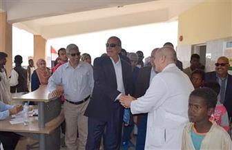 محافظ البحر الأحمر يتفقد أعمال القافلة الطبية بمدينة حلايب | صور