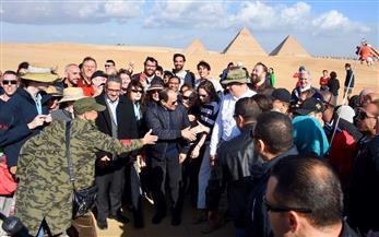 الرئيس السيسي يوجه بالانتهاء من محور روض الفرج والمتحف المصري الكبير وهضبة الأهرام في التوقيتات المحددة | صور