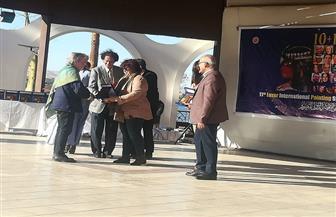 وزيرة الثقافة تكرم الفنانين المشاركين في سمبوزيوم الأقصر للتصوير | صور