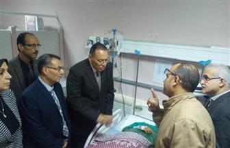 محافظ الشرقية يزور الطالبة سلمى محمد بمستشفى الجامعة بالزقايق   صور