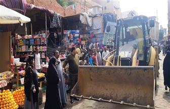 رئيس حي طرة يتفقد تطوير الميدان ويوجه برفع إشغالات المصانع