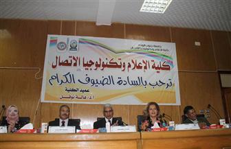 السفيرة مشيرة خطاب تناقش خطاب الدبلوماسية المصرية بجامعة جنوب الوادي | صور