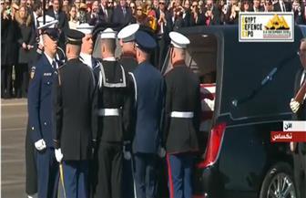 جثمان الرئيس الأمريكي الأسبق بوش الأب يصل واشنطن تمهيدا لإقامة جنازة رسمية