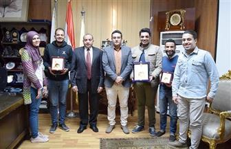 """رئيس جامعة بني سويف يكرم الفائزين في مسابقة """"هولت برايز""""   صور"""