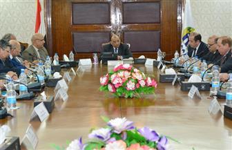 وزير التنمية المحلية يجتمع بقيادات الوزارة.. حل مشكلات المواطن وتحسين الخدمات على رأس الأولويات