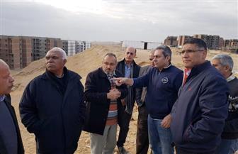 نائب وزير الإسكان يتفقد المشروعات التى يجرى تنفيذها بالقاهرة الجديدة