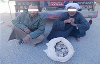 ضبط 3 أطنان أحجار كوارتز بحوزة عاملين بالبحر الأحمر