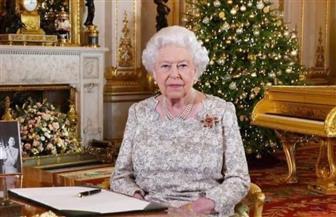 ملكة بريطانيا تقلد الكابتن توم مور وسام فارس كبطل وطني بعد جمعه 40 مليون دولار للأطقم الطبية